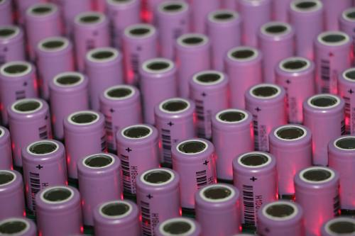 锂电池电解液的作用和优点 锂电池电解液的性能条件